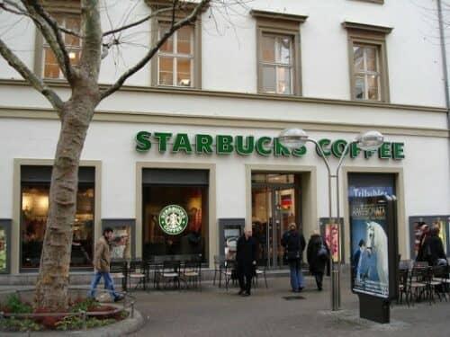 Кофейня Starbucks на фотографии