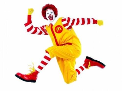 На снимке показан один из символов Макдональдс