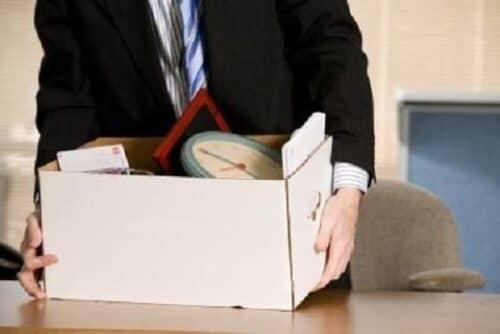 Работник, который попал под сокращение, имеет право на получение компесационного пособия