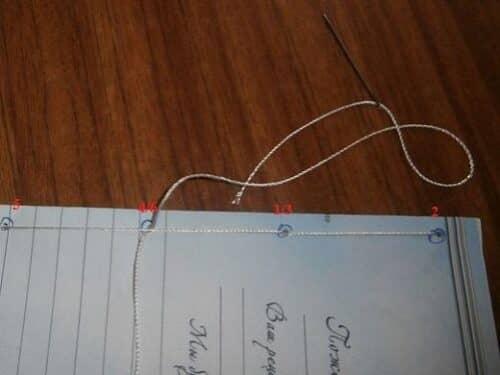 На фото представлен образец прошивки документа через четыре прокола